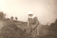 H Μαρίκα σκάβει